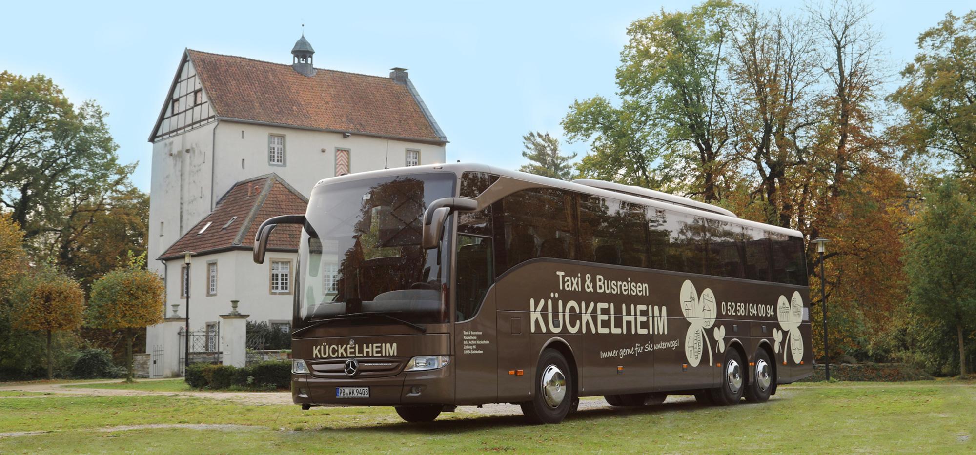 Reisebus an der Burg - Salzkotten - Taxi & Busreisen Kückelheim